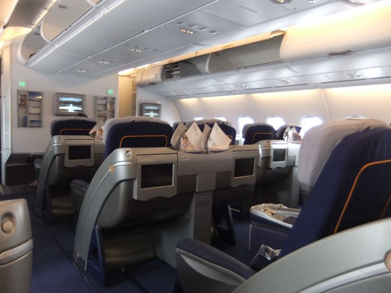 im lufthansa airbus a380 nach tokyo. Black Bedroom Furniture Sets. Home Design Ideas