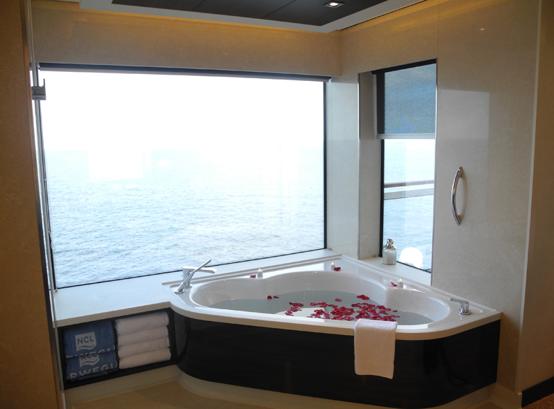 Norwegian Breakaway The Haven Owner´s Suite Badewanne