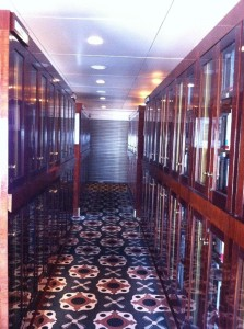 Bibliothek der Queen Mary 2 (Ansicht 2)