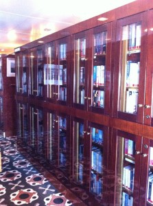 Bibliothek der Queen Mary 2 (Ansicht 1)